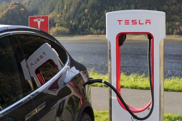 6 motivi per cui le Tesla sono le auto più sicure mai realizzate